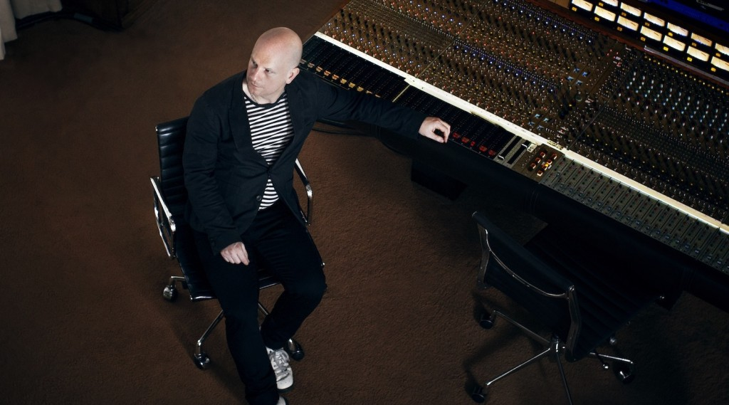 Philip Selway reveals video for 'Coming Up For Air'